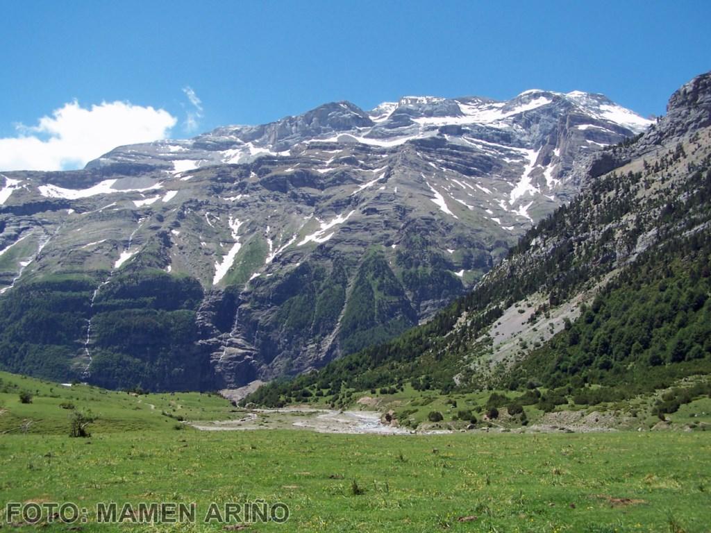 Macizo de Monte Perdido, desde los llanos de la larri [1280x768]